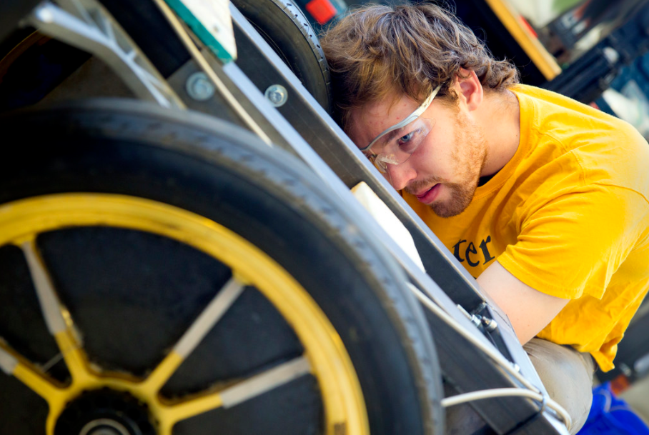 Novum Manufacturing _ Will Horner adjusts steering alignment… _ Flickr.PNG