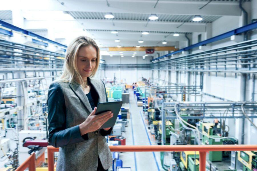 Woman in manufacturing digitalization