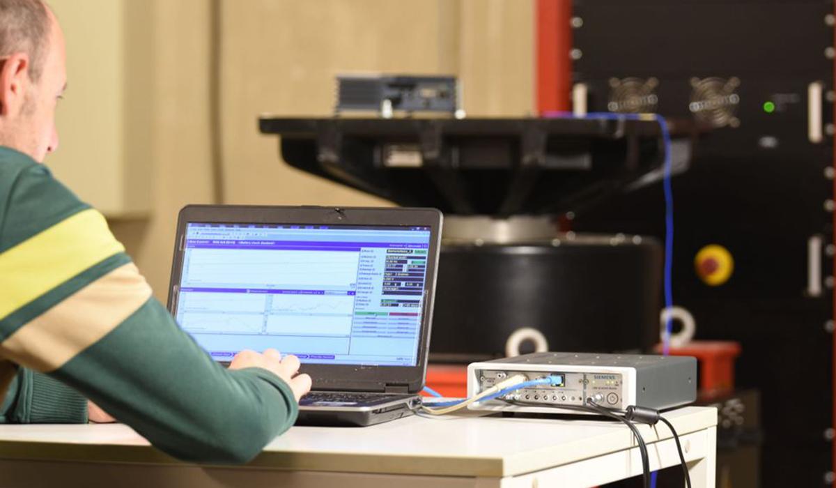 Simcenter Vibration Control Testing Shaker and Testlab.jpg
