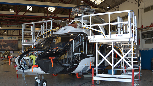 Pilot project of an helicopter in a hangar