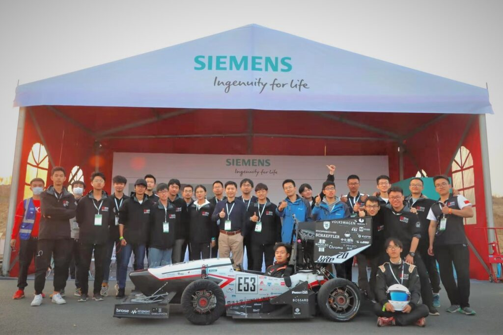 Group photo of DIAN Racing Tongi University Formula Electric team and Siemens booth staff