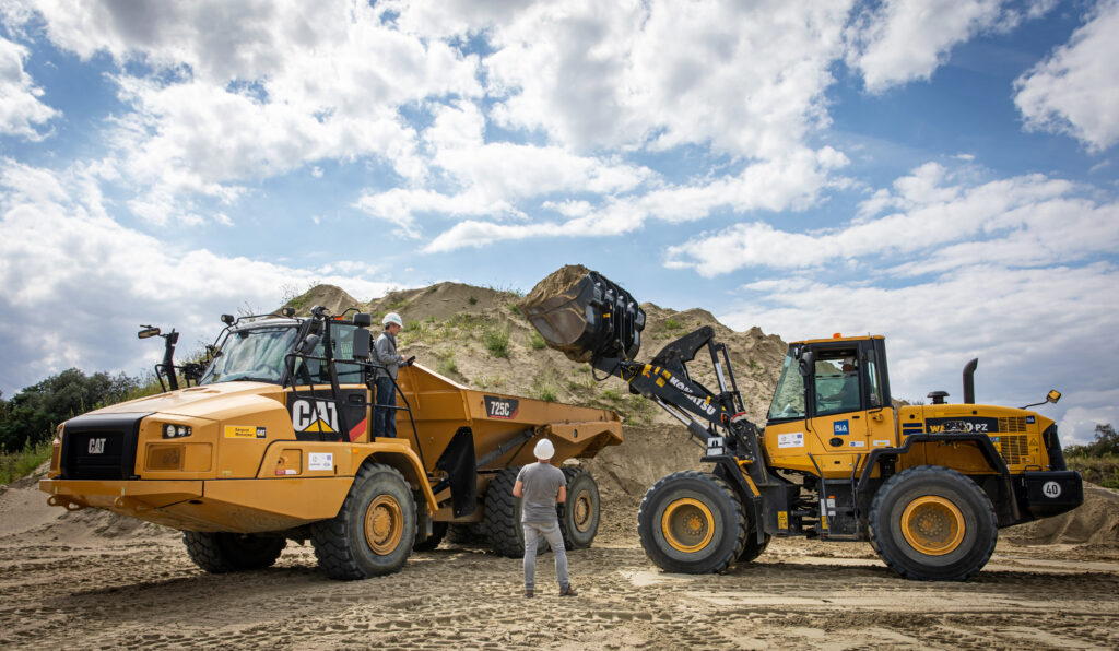 Heavy Equipment on proving ground. The Simcenter SCADAS RS is suitable for small to large equipment.