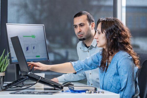 Durability technician uses the advanced Simcenter RLDA solution