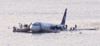 """""""US Airways Flight 1549 in the Hudson River, New York, USA on 15 January 2009 (crop)"""""""